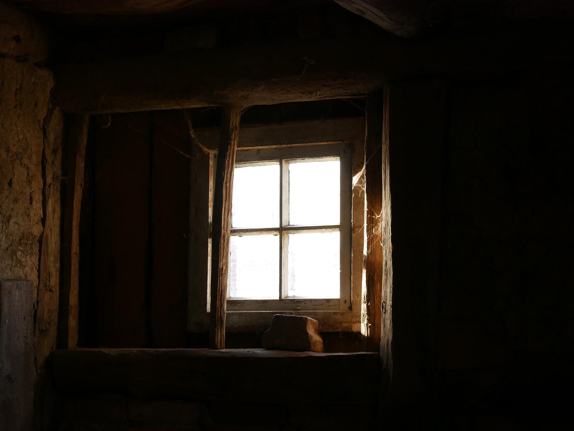 window-1190509_1920